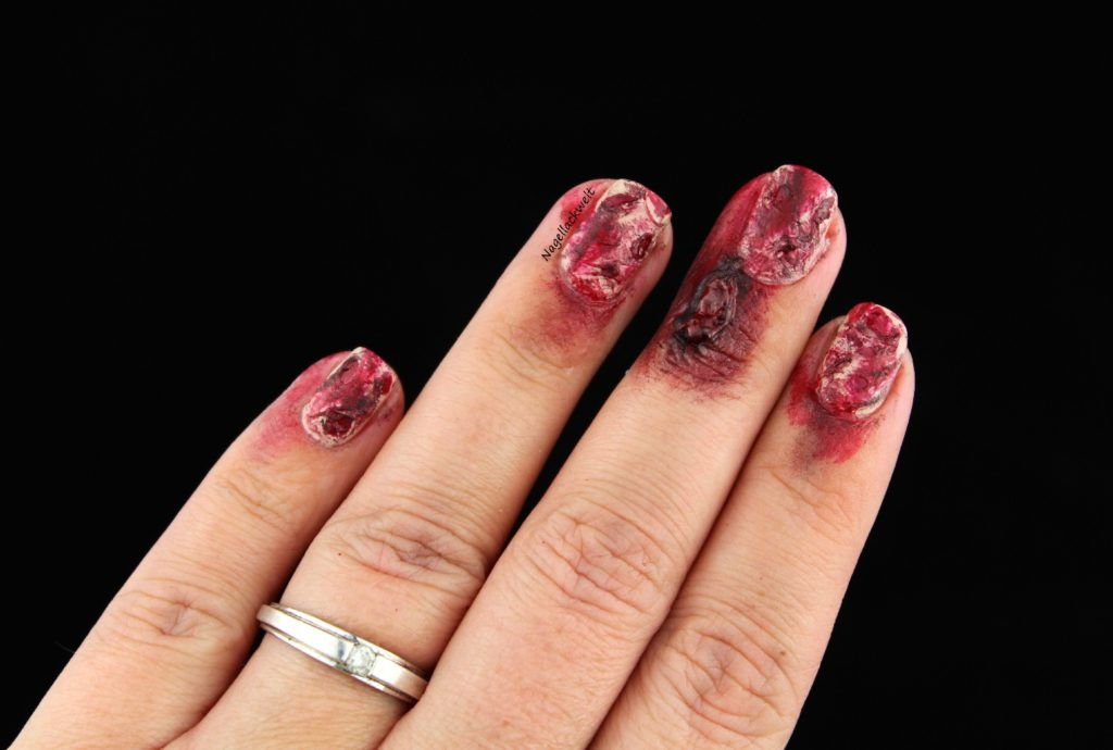 Halloween Nageldesign Naegel blutig