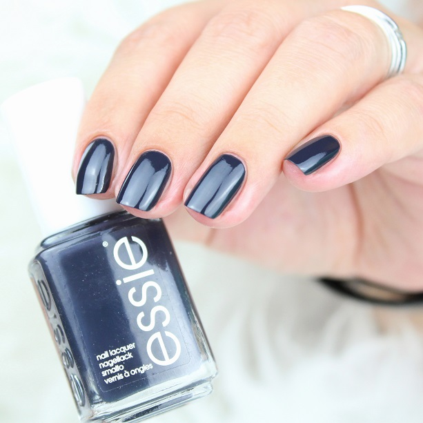 Fächerpinsel-Design mit essie